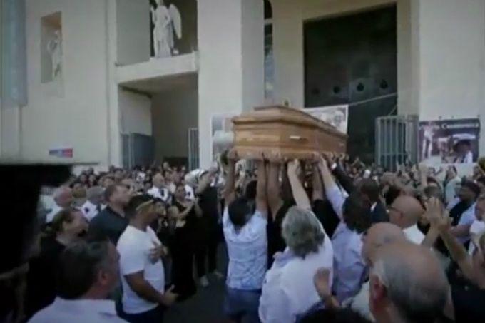 Screenshot_of_the_funeral_of_Vittorio_Casamonica_1