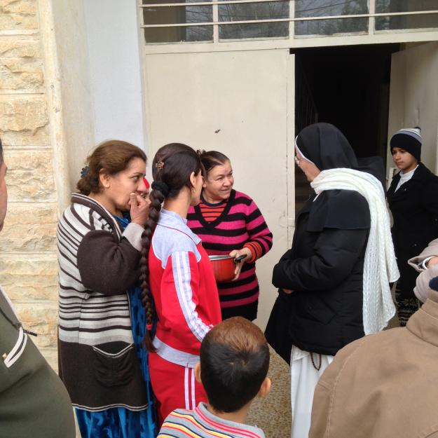 srm Maria Hanna with Christian IDPs in Dohuk