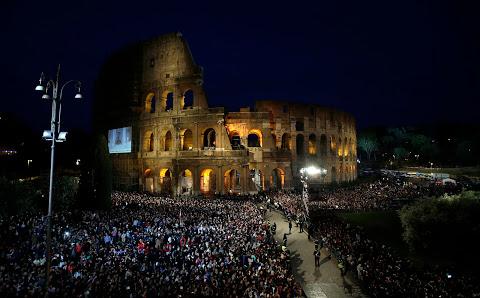 Via Sacra com o papa Francisco no Coliseu de Roma