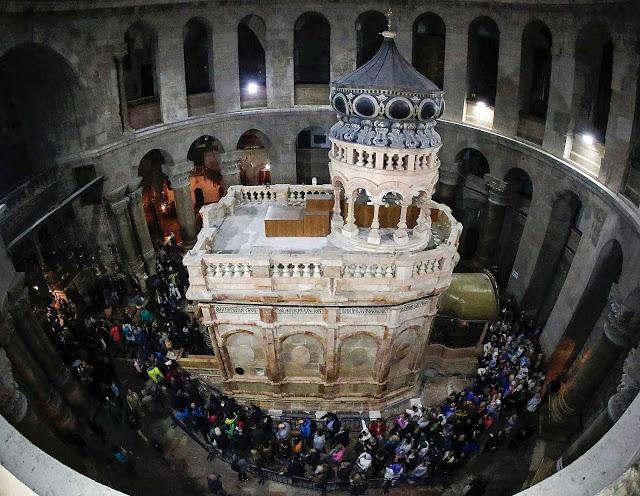 A 'edícola' (casinha) sobre o Santo Sepulcro