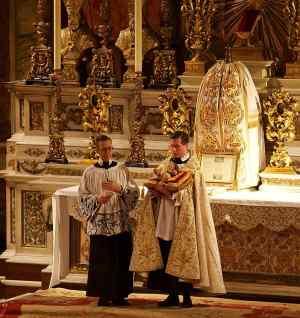 Adoração do Menino Jesus no fim da Missa do Galo, igreja do Oratório, Londres