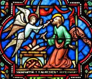 Um serafim purifica os lábios de Isaias. Vitral na catedral de Bruxelas.