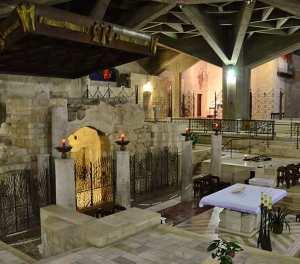 Nazaré: cripta da igreja da Anunciação, gruta à esquerda