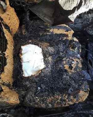 Material para a Eucaristia intacto em carro consumido pelo fogo. Paróquia Santa Rita de Cássia, Franca - SP