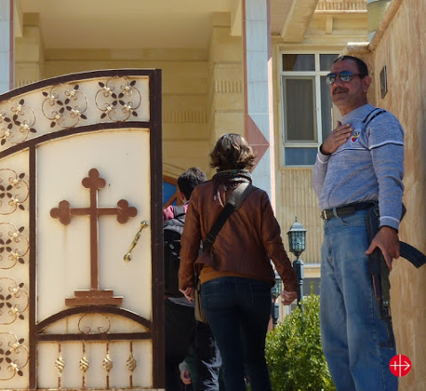 L'entrée de l'évêché d'Alqosh gardée