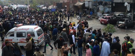 Lahore, soccorsi dopo l'attentato
